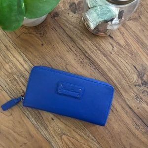 Kenneth Cole pebbled leather zip around wallet